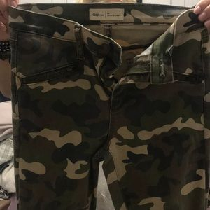 CAMO gap teams with zippers